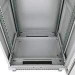 Mонтажный шкаф Cabeus<br />В днище расположены 2 щеточных ввода и 5 сьемных заглушек.<br />Крепежный комплект 50шт. (винт+квадратная гайка) в комплекте.