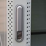 Mонтажный шкаф Cabeus<br />Ригельный замок на передней двери.